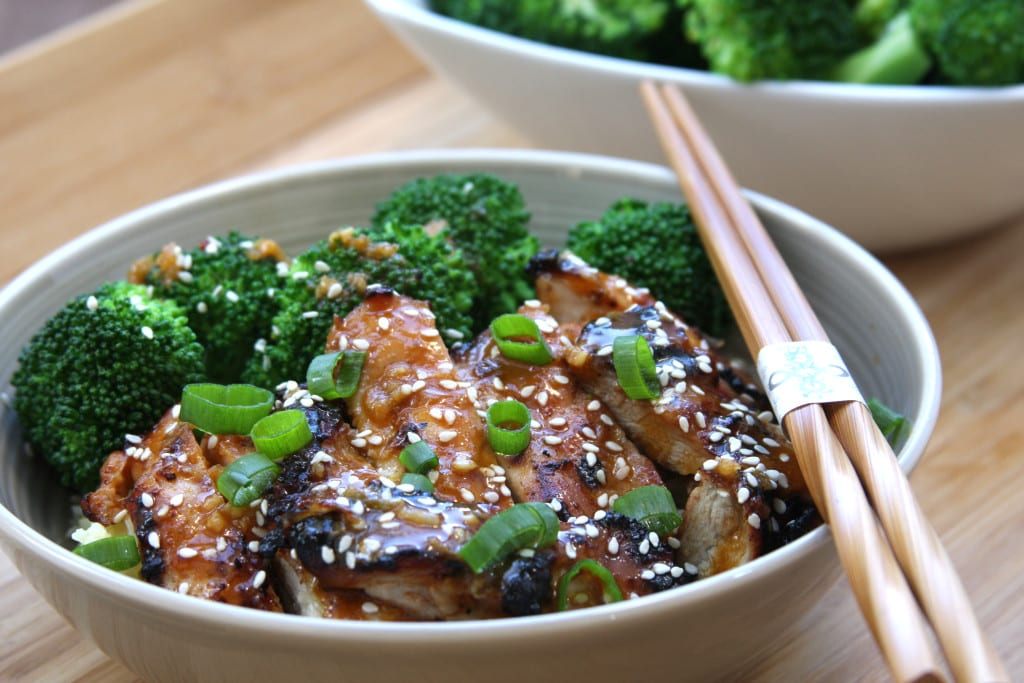 Asian Chicken Sriracha Bowl recipe- juicy chicken with blanched broccoli. Flavors of sesame, ginger and garlic with a hint of spice. This has become one of my favorite go to meals.