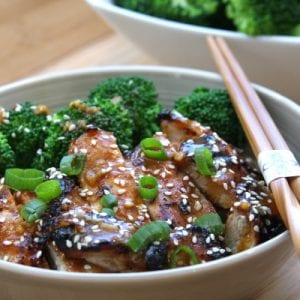 Asian Chicken Sriracha Bowl recipe- juicy chicken with blanched broccoli. Flavors of sesame, ginger and garlic with a hint of spice.