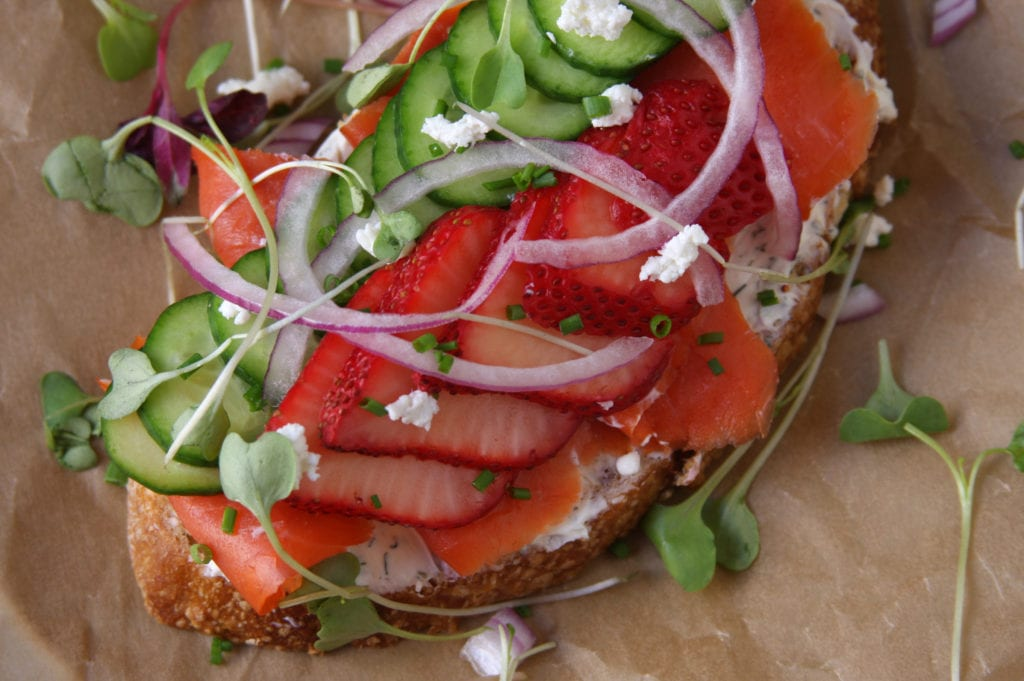 Summer Smoked Salmon Sandwiches are an incredibly nutritious meal to eat on hot summer nights. They are pretty enough for Sunday brunch that will impress guests.