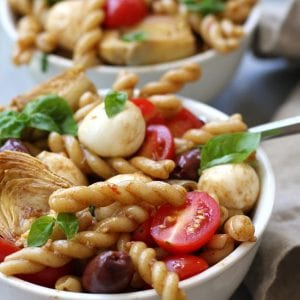 Mediterranean Delight Pasta Salad recipe is an absolute crowd pleaser with a balsamic vinaigrette, creamy mozzarella and artichoke hearts. Stopping at one bowl is impossible.